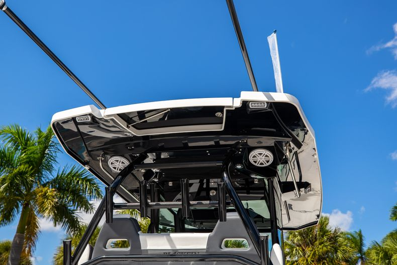 Thumbnail 8 for New 2022 Blackfin 332CC boat for sale in West Palm Beach, FL