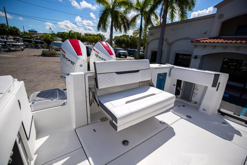 Thumbnail 11 for New 2022 Blackfin 332CC boat for sale in West Palm Beach, FL