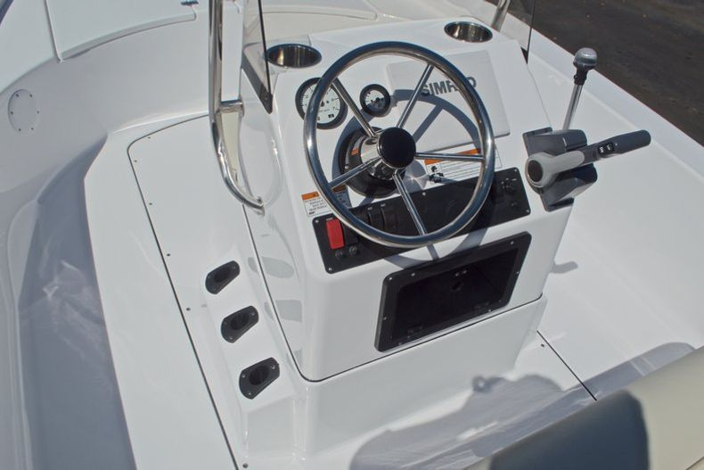 Thumbnail 19 for New 2017 Sportsman 20 Island Bay boat for sale in West Palm Beach, FL