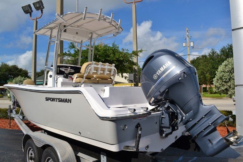 Thumbnail 2 for New 2017 Sportsman Open 212 Center Console boat for sale in West Palm Beach, FL