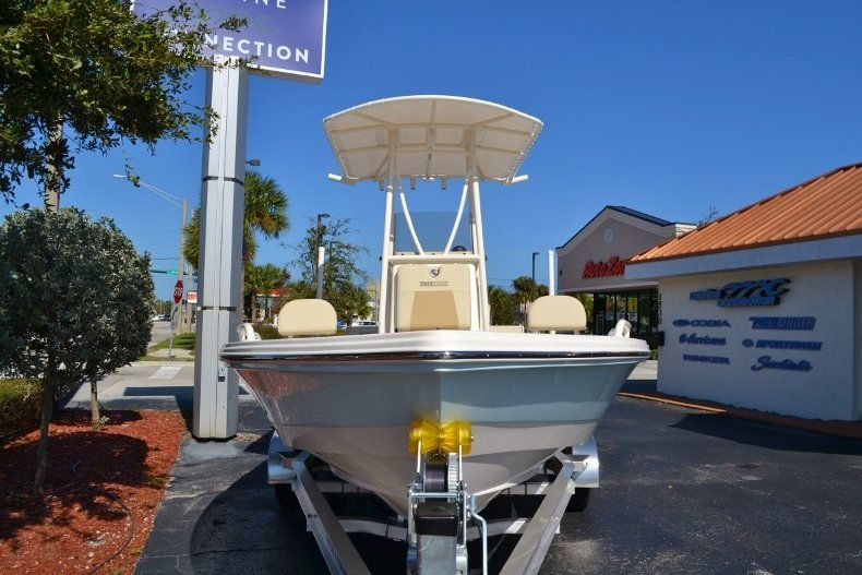 Thumbnail 2 for New 2017 Pathfinder 2200 TRS Bay Boat boat for sale in Vero Beach, FL