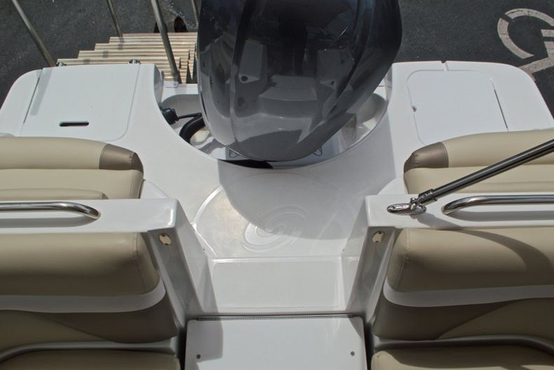 Thumbnail 13 for New 2017 Hurricane SunDeck SD 2486 OB boat for sale in West Palm Beach, FL