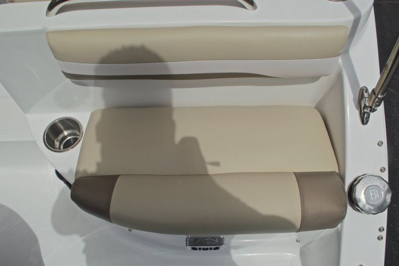 Thumbnail 17 for New 2017 Hurricane SunDeck SD 2486 OB boat for sale in West Palm Beach, FL