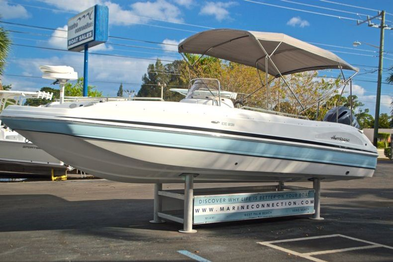 Thumbnail 3 for New 2017 Hurricane Sundeck Sport SS 231 OB boat for sale in West Palm Beach, FL
