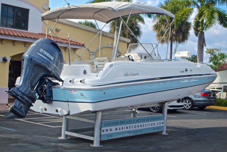 Thumbnail 7 for New 2017 Hurricane Sundeck Sport SS 231 OB boat for sale in West Palm Beach, FL