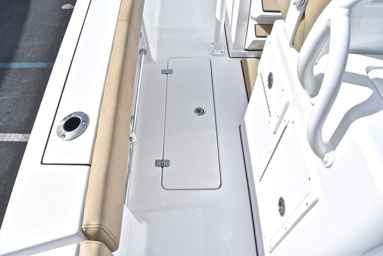 Thumbnail 18 for New 2019 Sportsman Open 282 Center Console boat for sale in Miami, FL