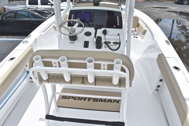 Thumbnail 8 for New 2018 Sportsman Heritage 211 Center Console boat for sale in Vero Beach, FL