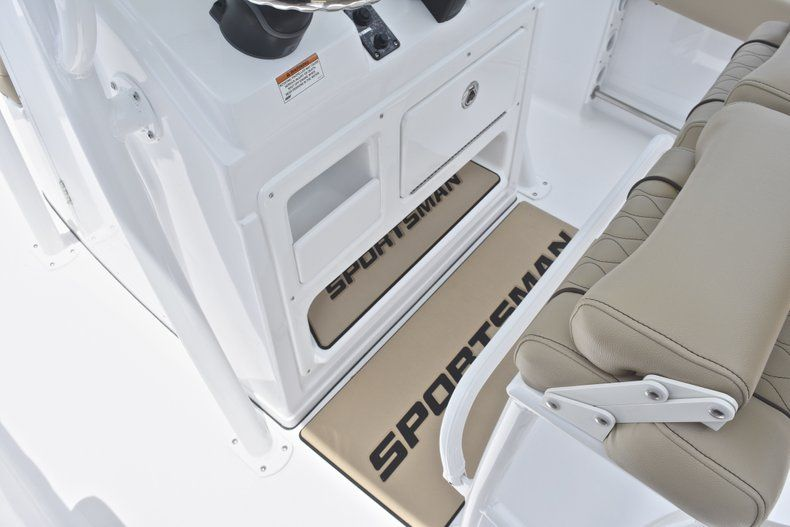 Thumbnail 30 for New 2018 Sportsman Heritage 211 Center Console boat for sale in Vero Beach, FL