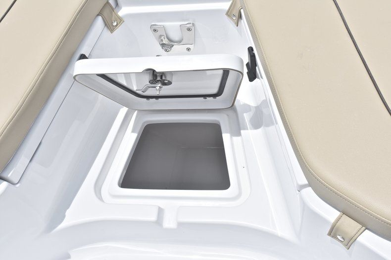 Thumbnail 41 for New 2018 Sportsman Heritage 211 Center Console boat for sale in Vero Beach, FL