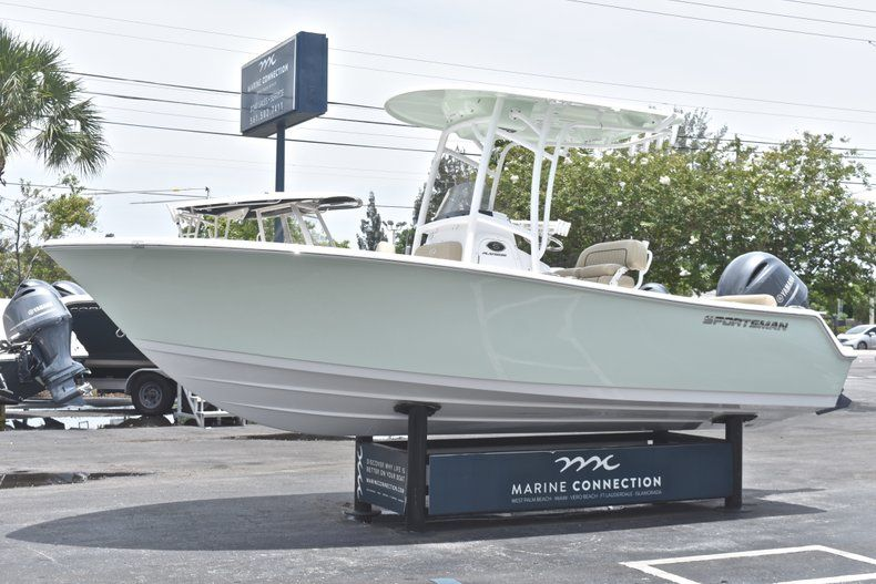 Thumbnail 3 for New 2018 Sportsman Heritage 211 Center Console boat for sale in Vero Beach, FL