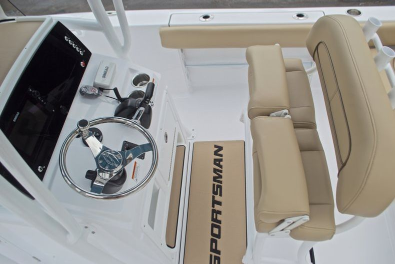 Thumbnail 22 for New 2017 Sportsman Heritage 211 Center Console boat for sale in West Palm Beach, FL