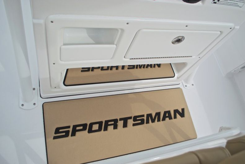 Thumbnail 33 for New 2017 Sportsman Heritage 211 Center Console boat for sale in West Palm Beach, FL