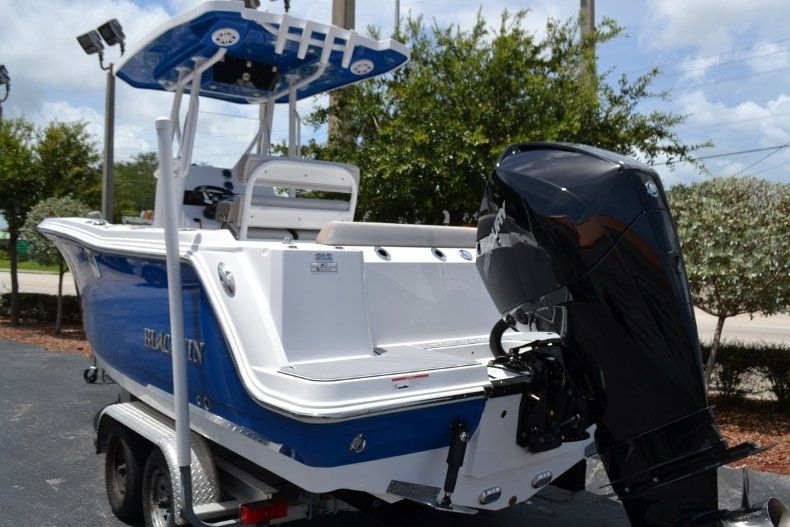 Thumbnail 3 for New 2019 Blackfin 212CC Center Console boat for sale in Vero Beach, FL