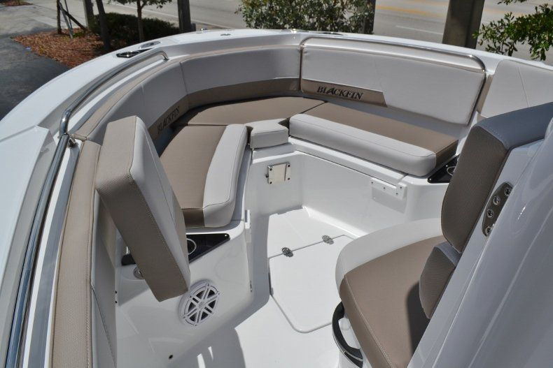 Thumbnail 14 for New 2019 Blackfin 212CC Center Console boat for sale in Vero Beach, FL