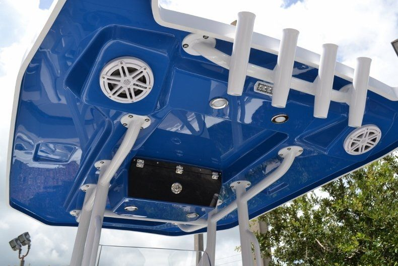 Thumbnail 31 for New 2019 Blackfin 212CC Center Console boat for sale in Vero Beach, FL