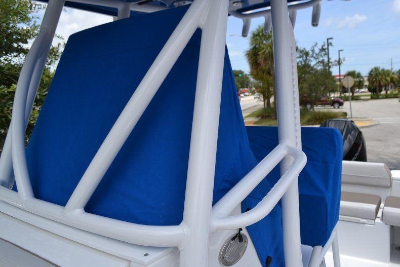 Thumbnail 34 for New 2019 Blackfin 212CC Center Console boat for sale in Vero Beach, FL