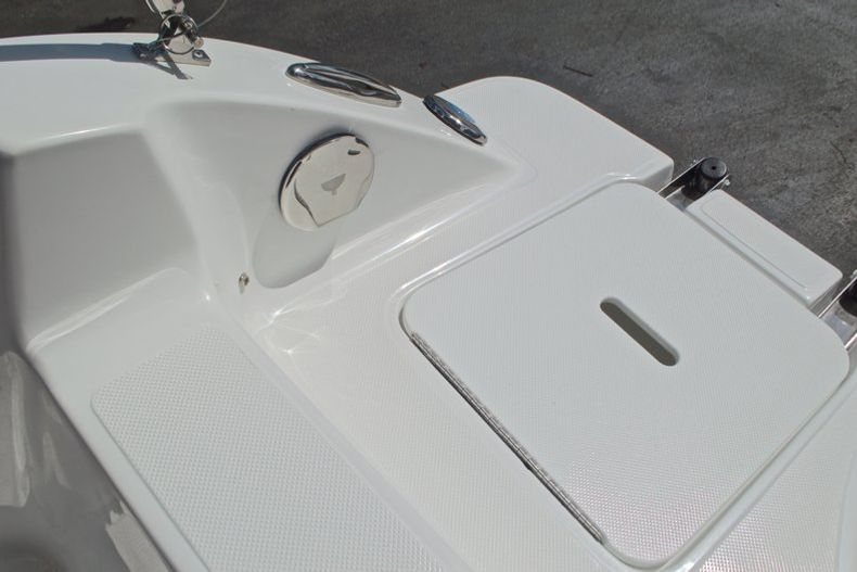 Thumbnail 15 for New 2017 Hurricane SunDeck SD 187 OB boat for sale in West Palm Beach, FL