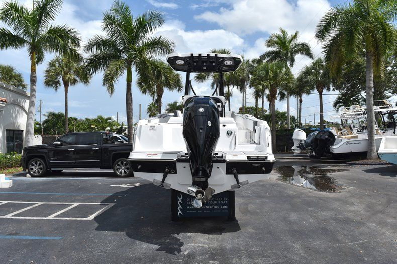 Thumbnail 7 for New 2019 Blackfin 212CC Center Console boat for sale in West Palm Beach, FL
