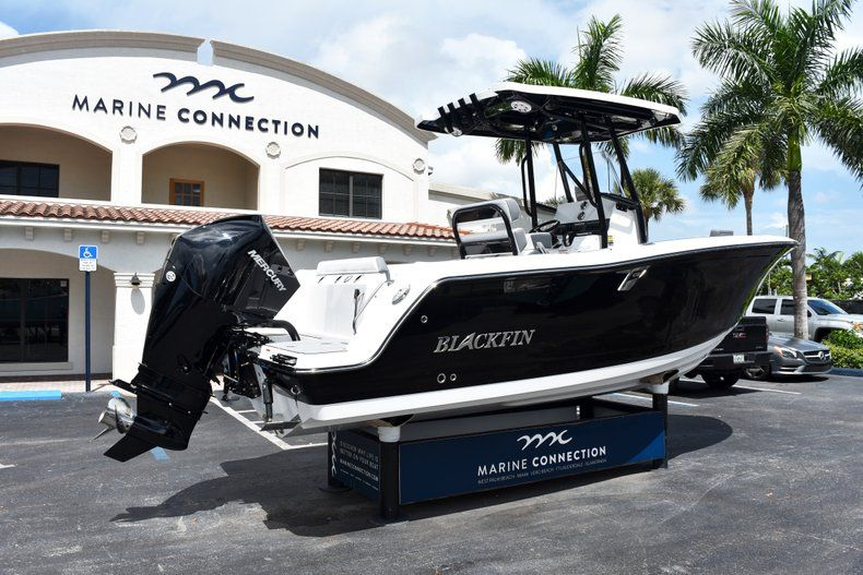 Thumbnail 8 for New 2019 Blackfin 212CC Center Console boat for sale in West Palm Beach, FL
