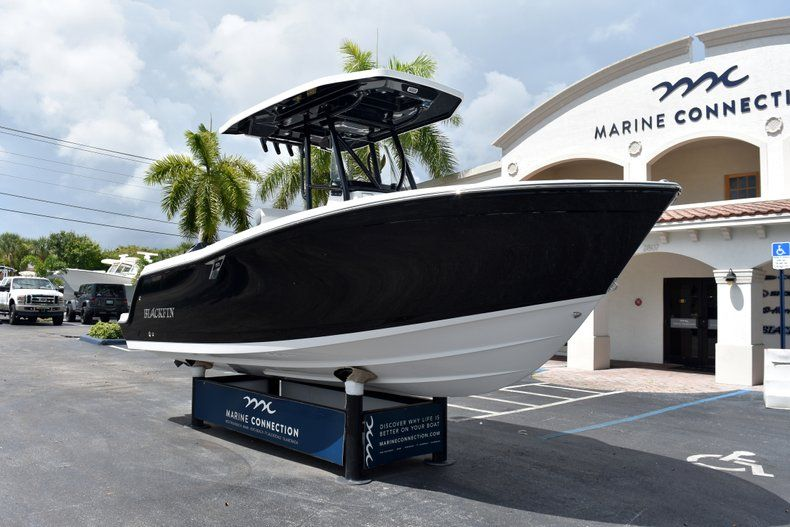 Thumbnail 2 for New 2019 Blackfin 212CC Center Console boat for sale in West Palm Beach, FL