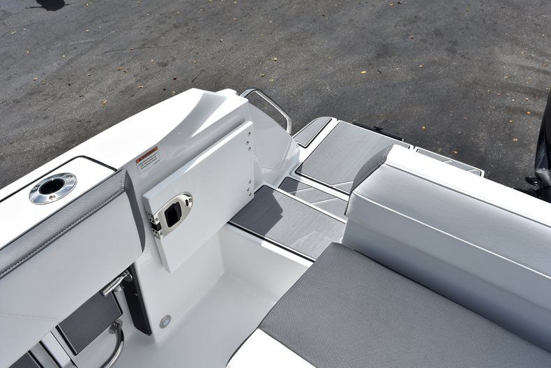 Thumbnail 16 for New 2019 Blackfin 212CC Center Console boat for sale in West Palm Beach, FL