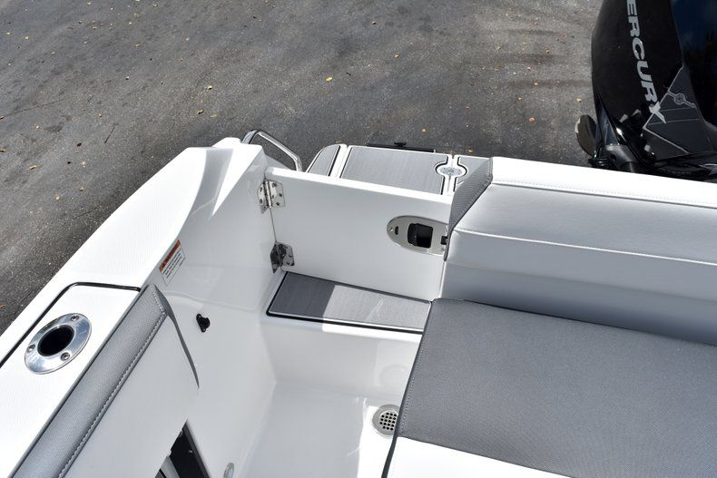 Thumbnail 15 for New 2019 Blackfin 212CC Center Console boat for sale in West Palm Beach, FL