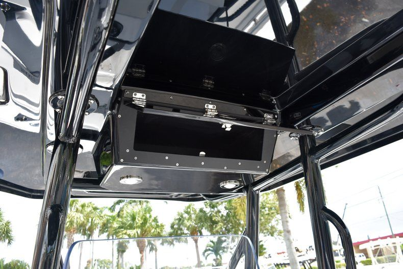 Thumbnail 32 for New 2019 Blackfin 212CC Center Console boat for sale in West Palm Beach, FL