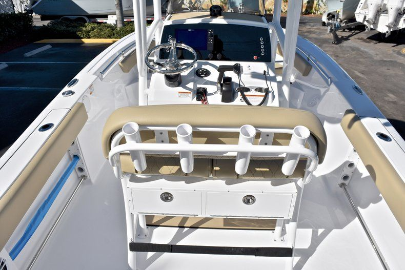 Thumbnail 9 for New 2018 Sportsman Heritage 211 Center Console boat for sale in West Palm Beach, FL