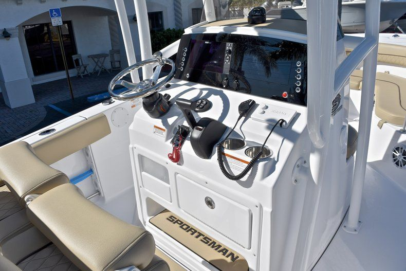 Thumbnail 27 for New 2018 Sportsman Heritage 211 Center Console boat for sale in West Palm Beach, FL