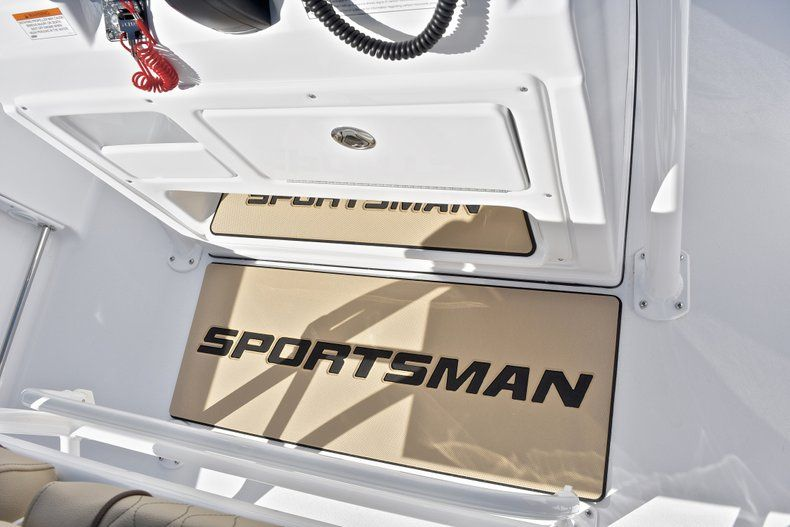 Thumbnail 35 for New 2018 Sportsman Heritage 211 Center Console boat for sale in West Palm Beach, FL
