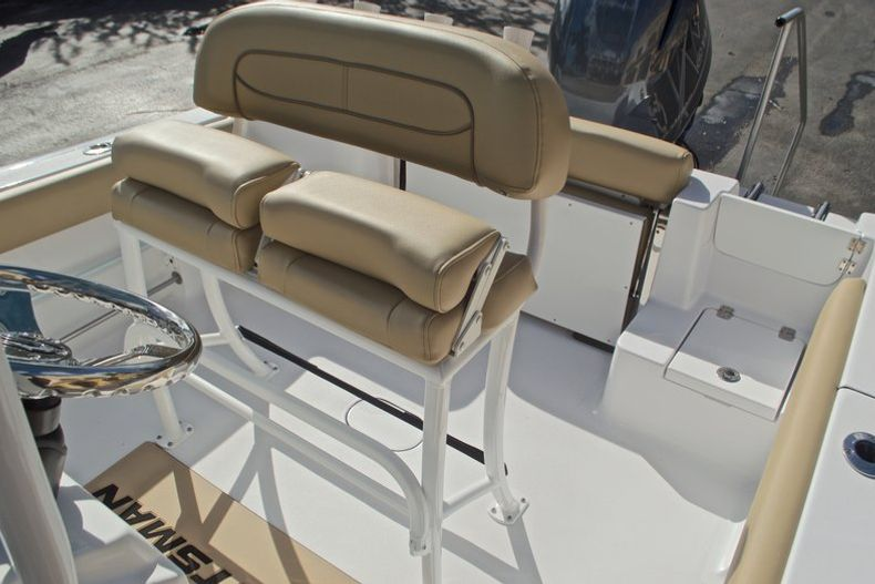 Thumbnail 26 for New 2017 Sportsman Open 212 Center Console boat for sale in Fort Lauderdale, FL
