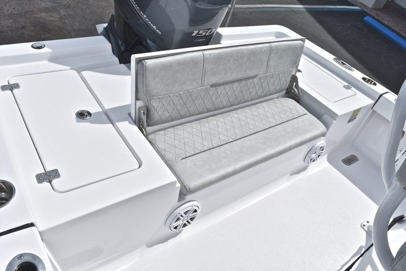 Thumbnail 14 for New 2019 Sportsman Masters 207 Bay Boat boat for sale in Vero Beach, FL
