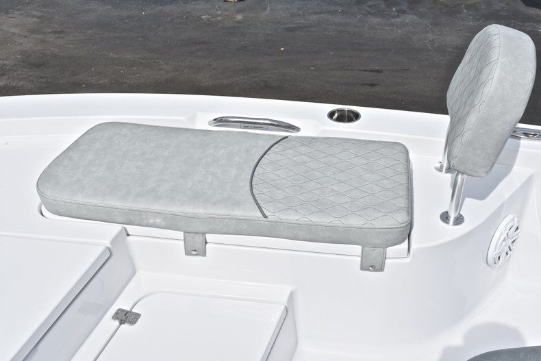 Thumbnail 46 for New 2019 Sportsman Masters 207 Bay Boat boat for sale in Vero Beach, FL
