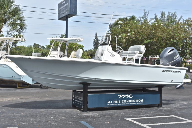 Thumbnail 3 for New 2019 Sportsman Masters 207 Bay Boat boat for sale in Vero Beach, FL
