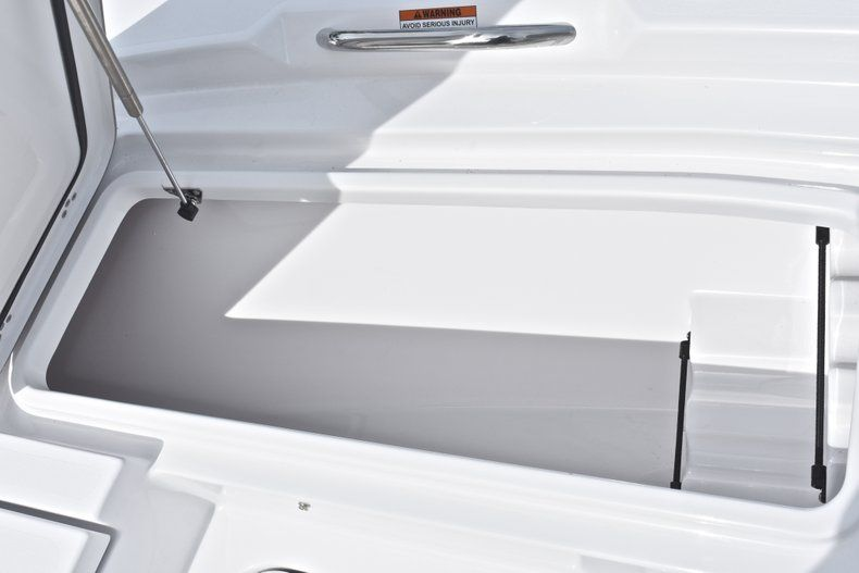 Thumbnail 45 for New 2019 Sportsman Masters 207 Bay Boat boat for sale in Vero Beach, FL