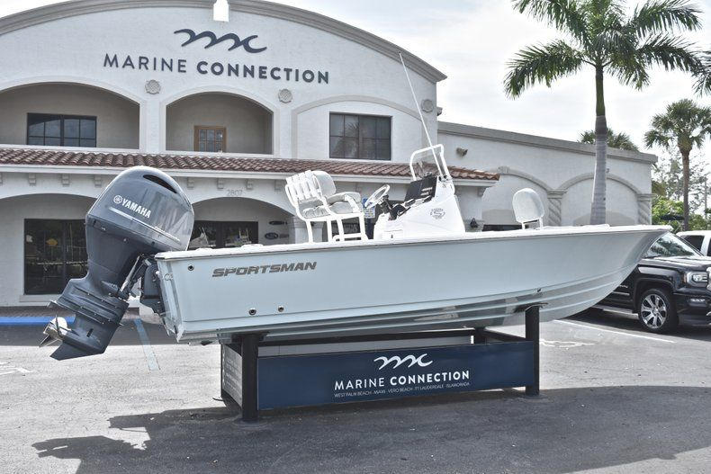 Thumbnail 7 for New 2019 Sportsman Masters 207 Bay Boat boat for sale in Vero Beach, FL