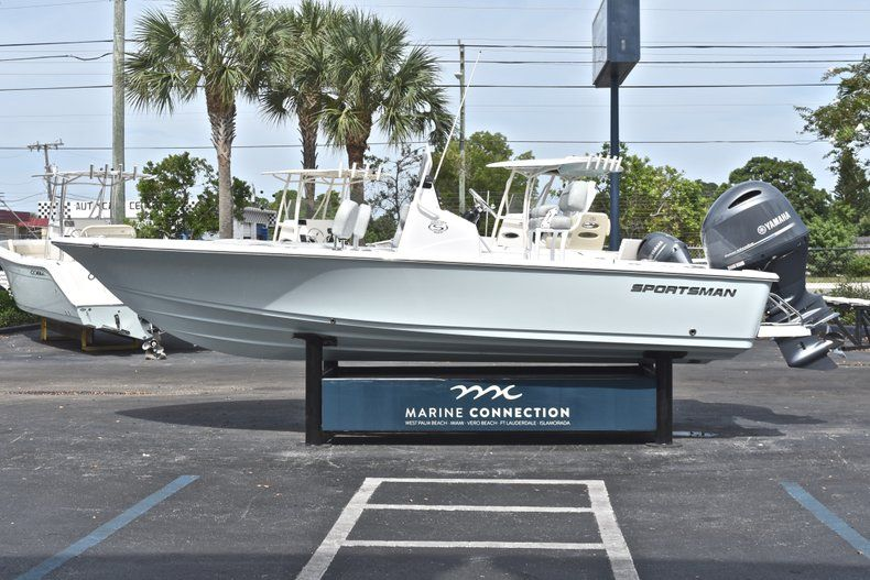 Thumbnail 4 for New 2019 Sportsman Masters 207 Bay Boat boat for sale in Vero Beach, FL