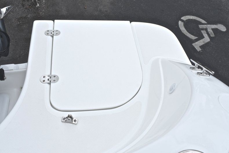 Thumbnail 15 for New 2019 Hurricane 217 SunDeck OB boat for sale in Miami, FL