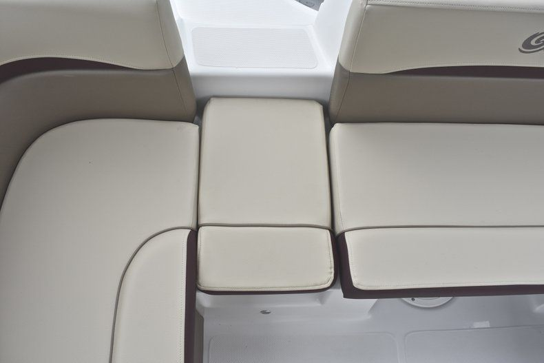 Thumbnail 20 for New 2019 Hurricane 217 SunDeck OB boat for sale in Miami, FL