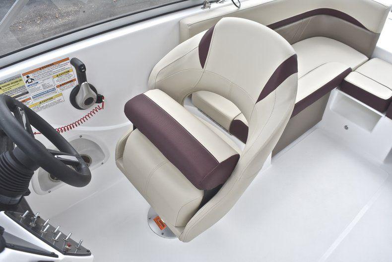 Thumbnail 32 for New 2019 Hurricane 217 SunDeck OB boat for sale in Miami, FL
