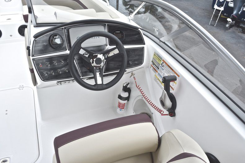 Thumbnail 33 for New 2019 Hurricane 217 SunDeck OB boat for sale in Miami, FL