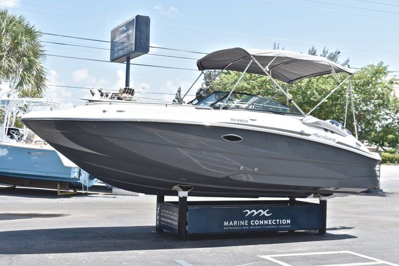 Thumbnail 3 for New 2019 Hurricane SunDeck SD 2200 OB boat for sale in West Palm Beach, FL