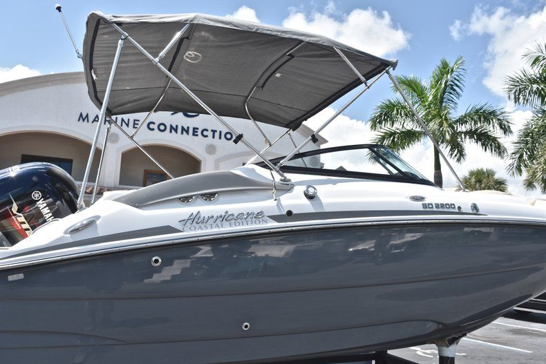 Thumbnail 8 for New 2019 Hurricane SunDeck SD 2200 OB boat for sale in West Palm Beach, FL