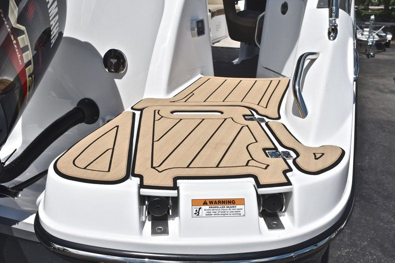 Thumbnail 9 for New 2019 Hurricane SunDeck SD 2200 OB boat for sale in West Palm Beach, FL