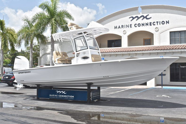 Thumbnail 1 for New 2019 Sportsman Masters 267 Bay Boat boat for sale in Miami, FL