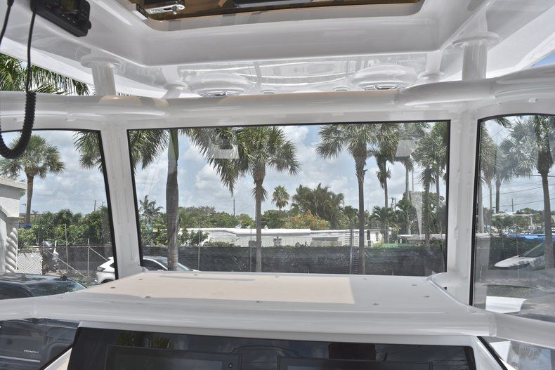 Thumbnail 49 for New 2019 Sportsman Masters 267 Bay Boat boat for sale in Miami, FL