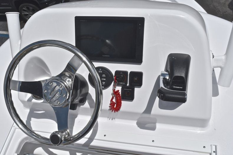 Thumbnail 51 for New 2019 Sportsman Masters 267 Bay Boat boat for sale in Miami, FL