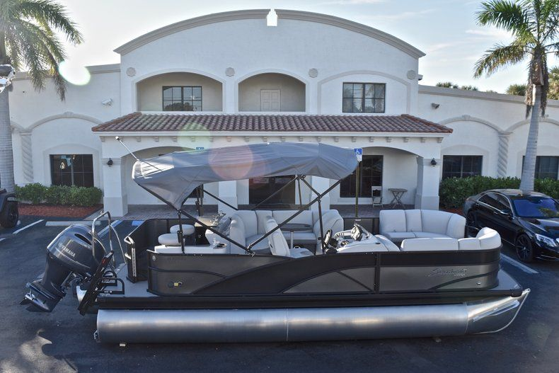 New 2018 Sweetwater Premium 235 Wet Bar boat for sale in West Palm Beach, FL
