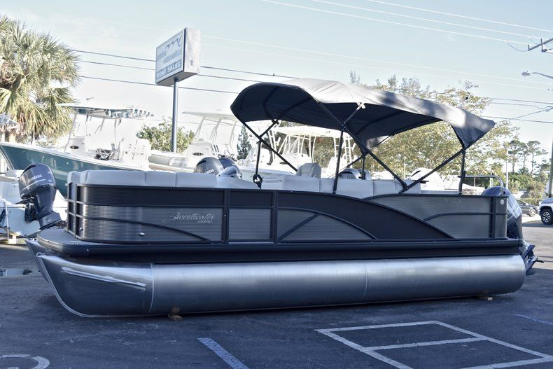 Thumbnail 3 for New 2018 Sweetwater Premium 235 Wet Bar boat for sale in West Palm Beach, FL