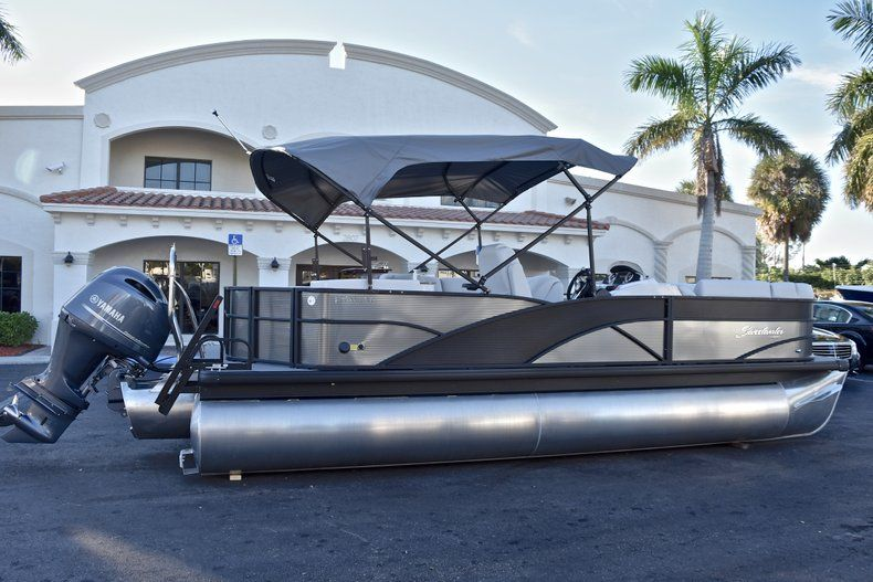 Thumbnail 7 for New 2018 Sweetwater Premium 235 Wet Bar boat for sale in West Palm Beach, FL
